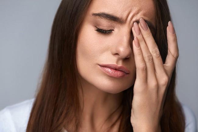При отравлении болит голова